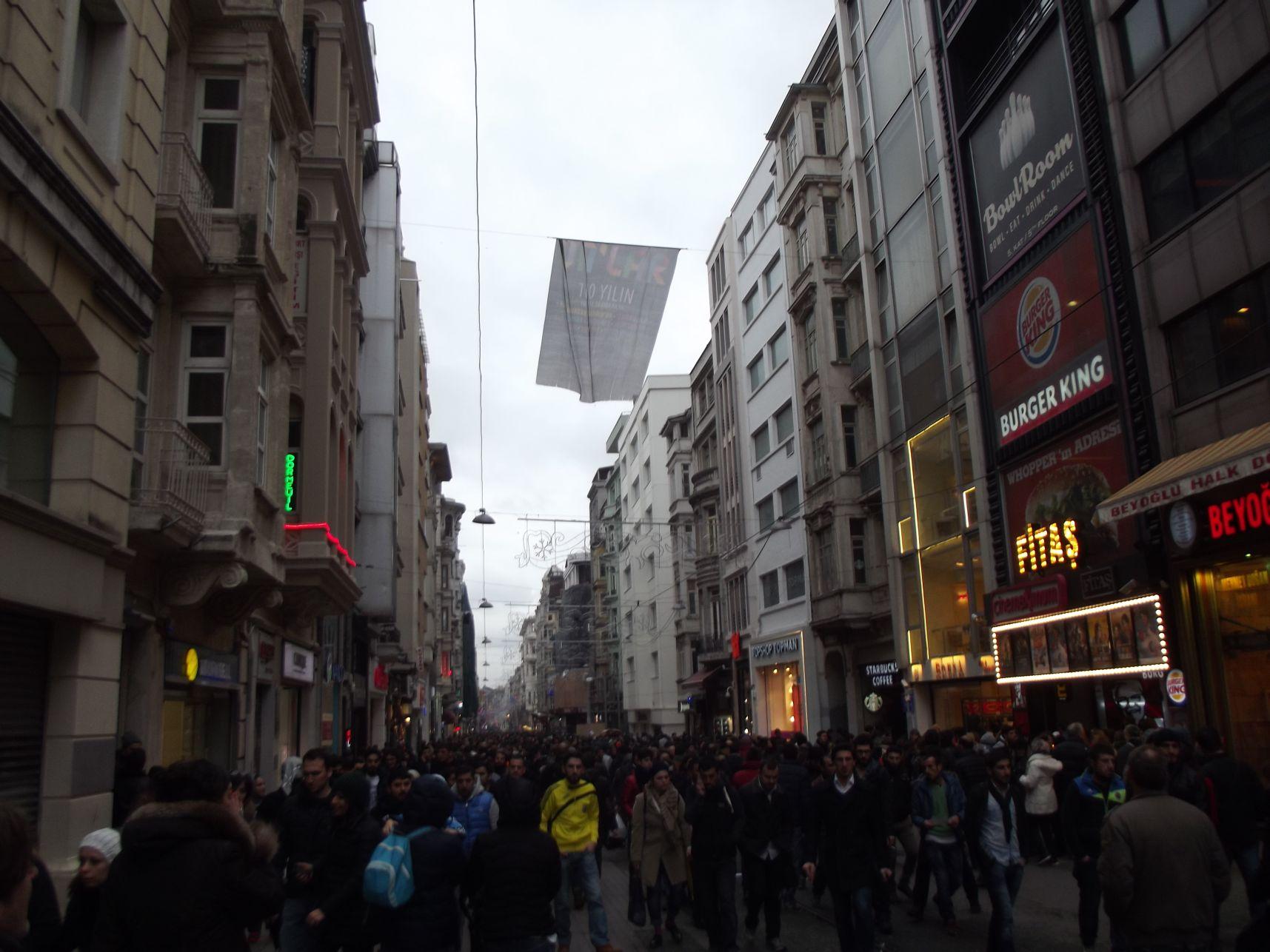 Istiklal utca - hömpölygő tömeg