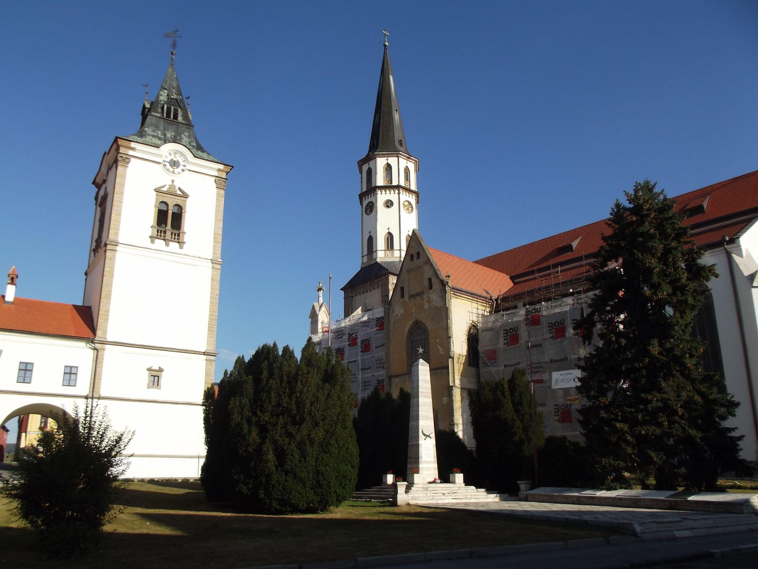 A Városháza Harangtornya és a Szent Jakab templom