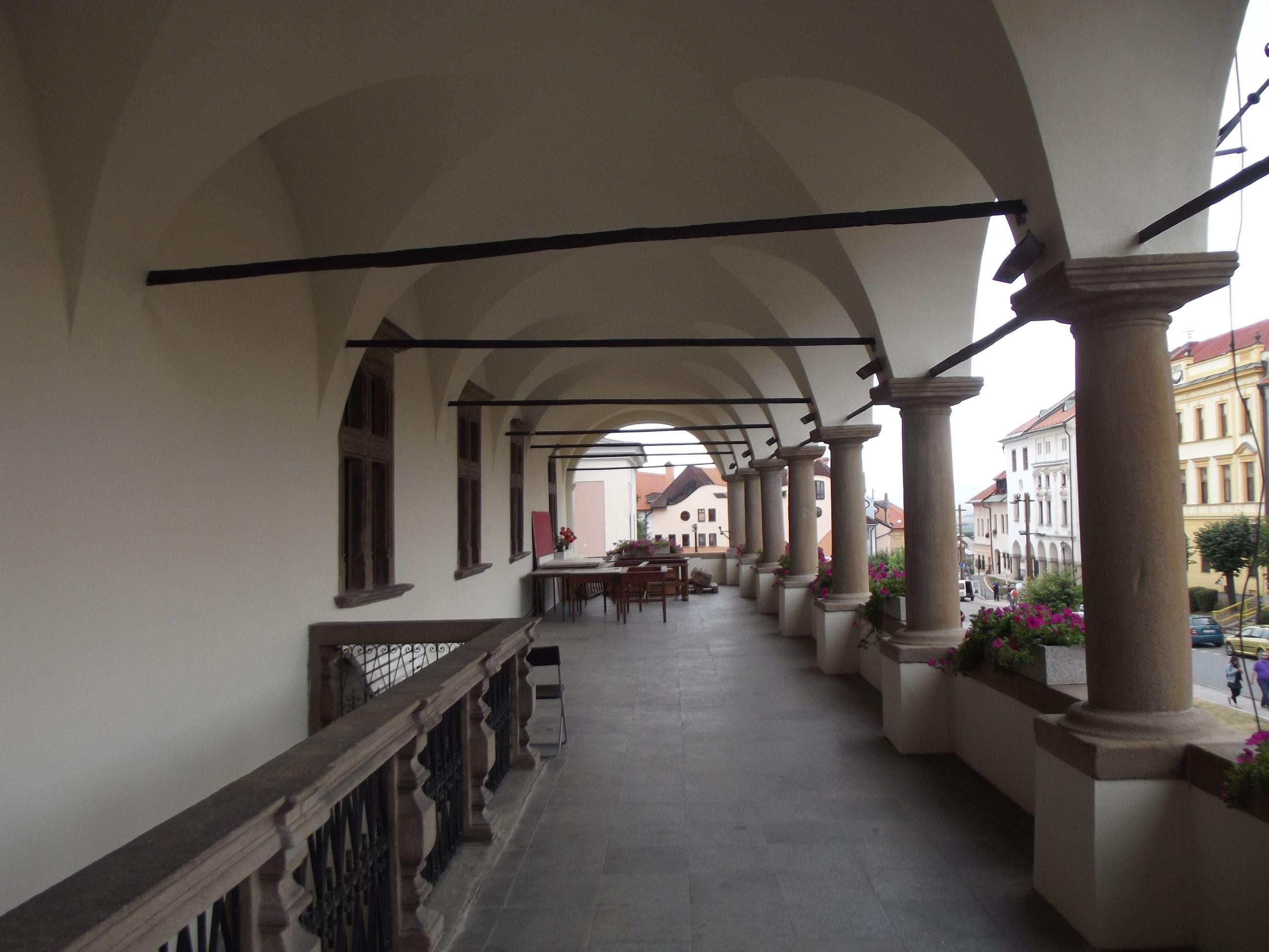 A Városháza árkádja