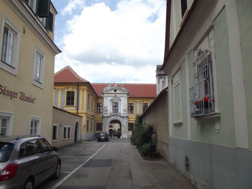 Dürnstein, Balra a Blondel, a dalnok Hotel
