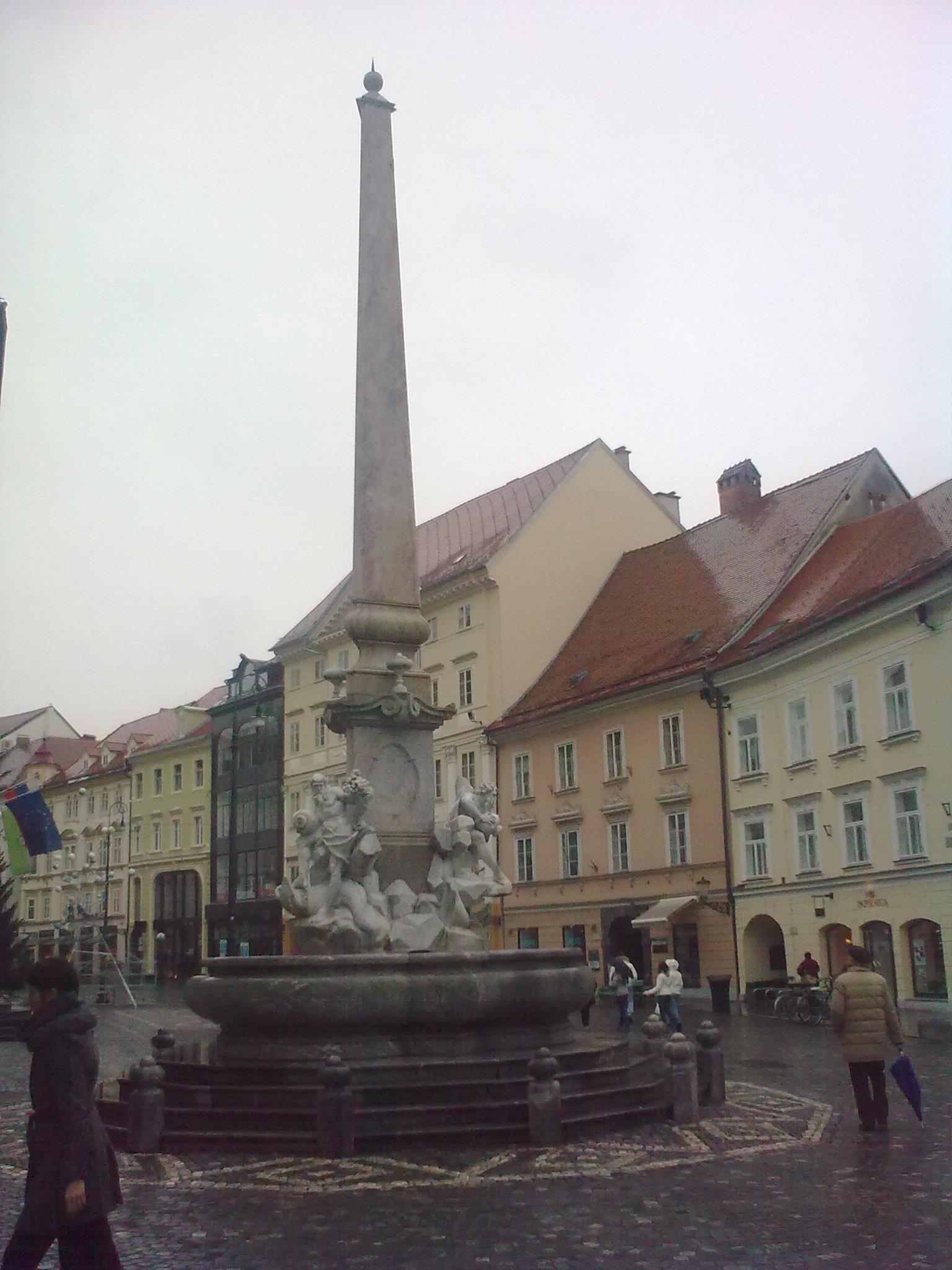 Obeliszk a három folyóhoz