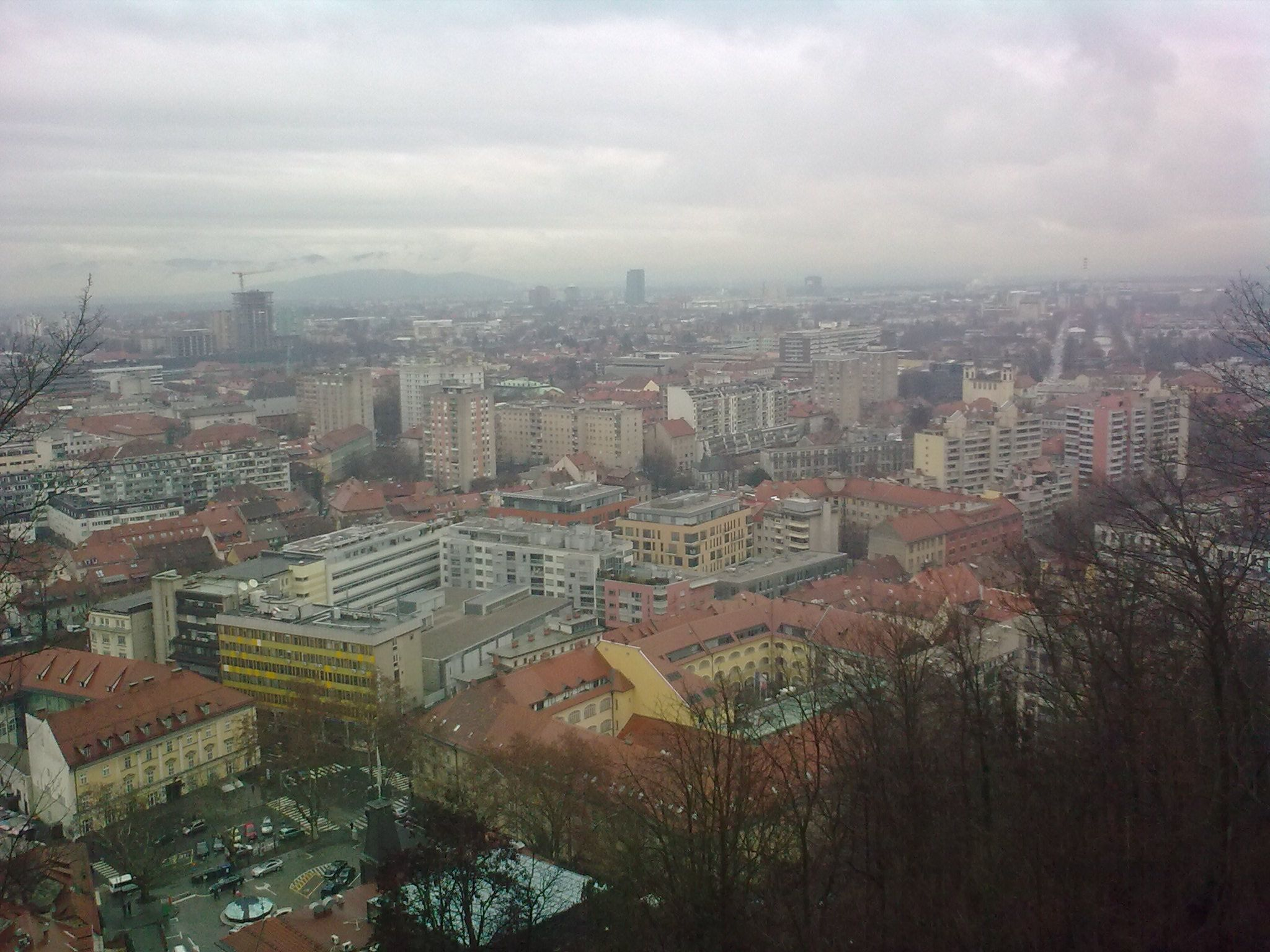 Kilátás a várból a városra