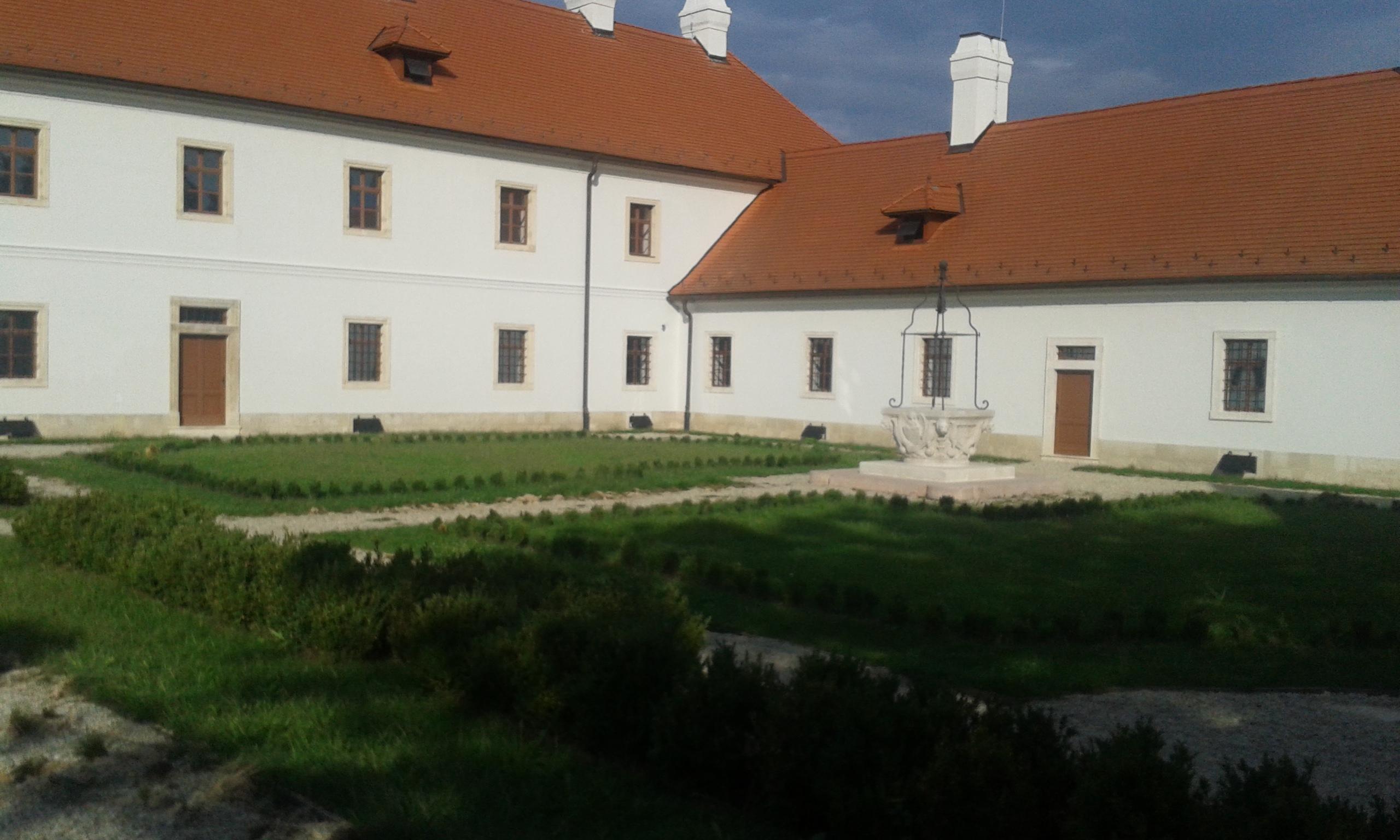 A konventépület udvara