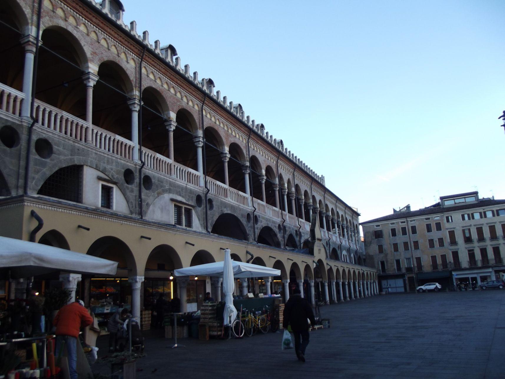 Piazza delle Frutta