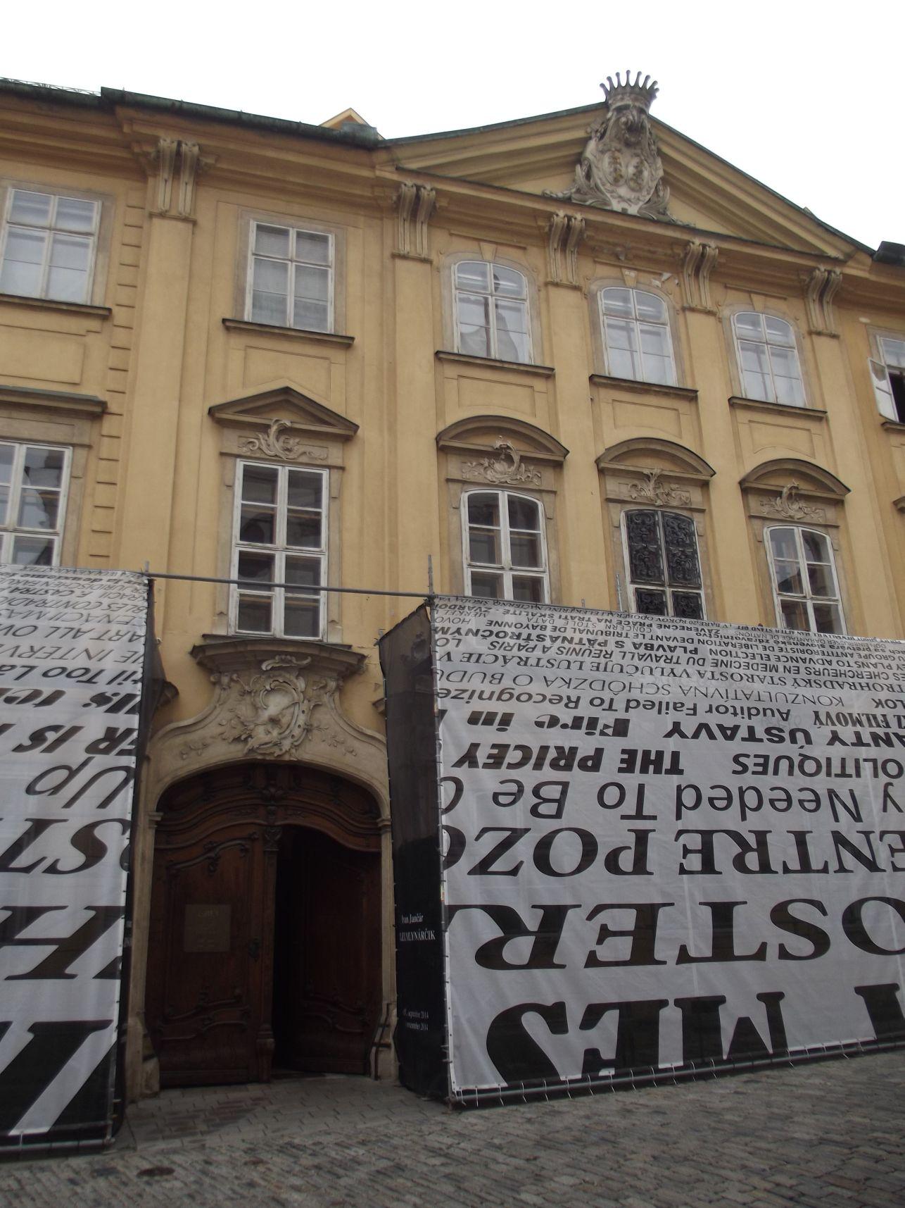 A felújítás alatt álló Mirbach Palota
