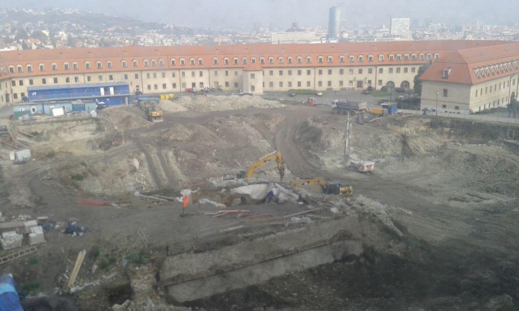 Munkák a Pozsonyi vár udvarán