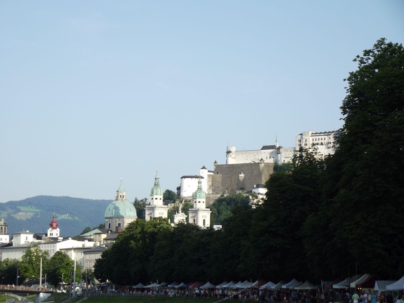 A Dómnegyed és a vár