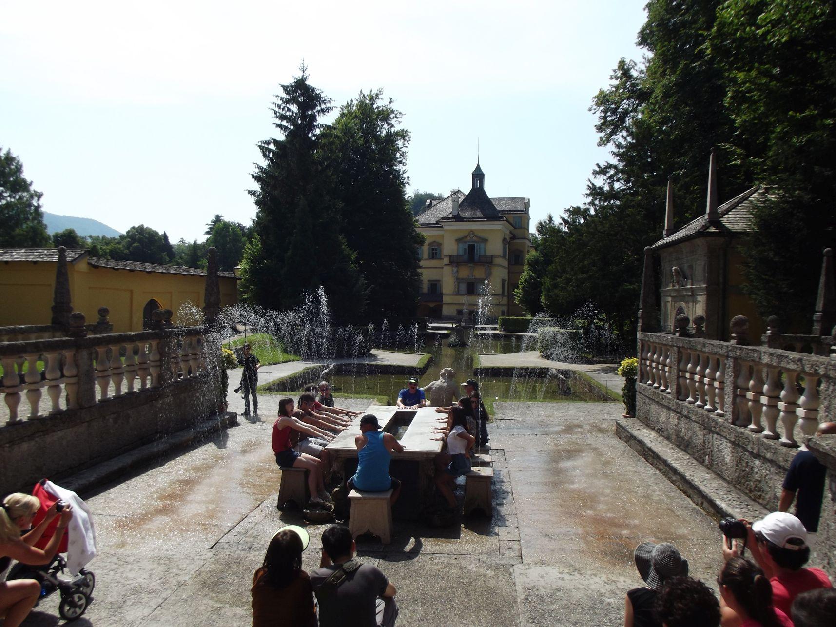 Hellbrunn, római színház asztala