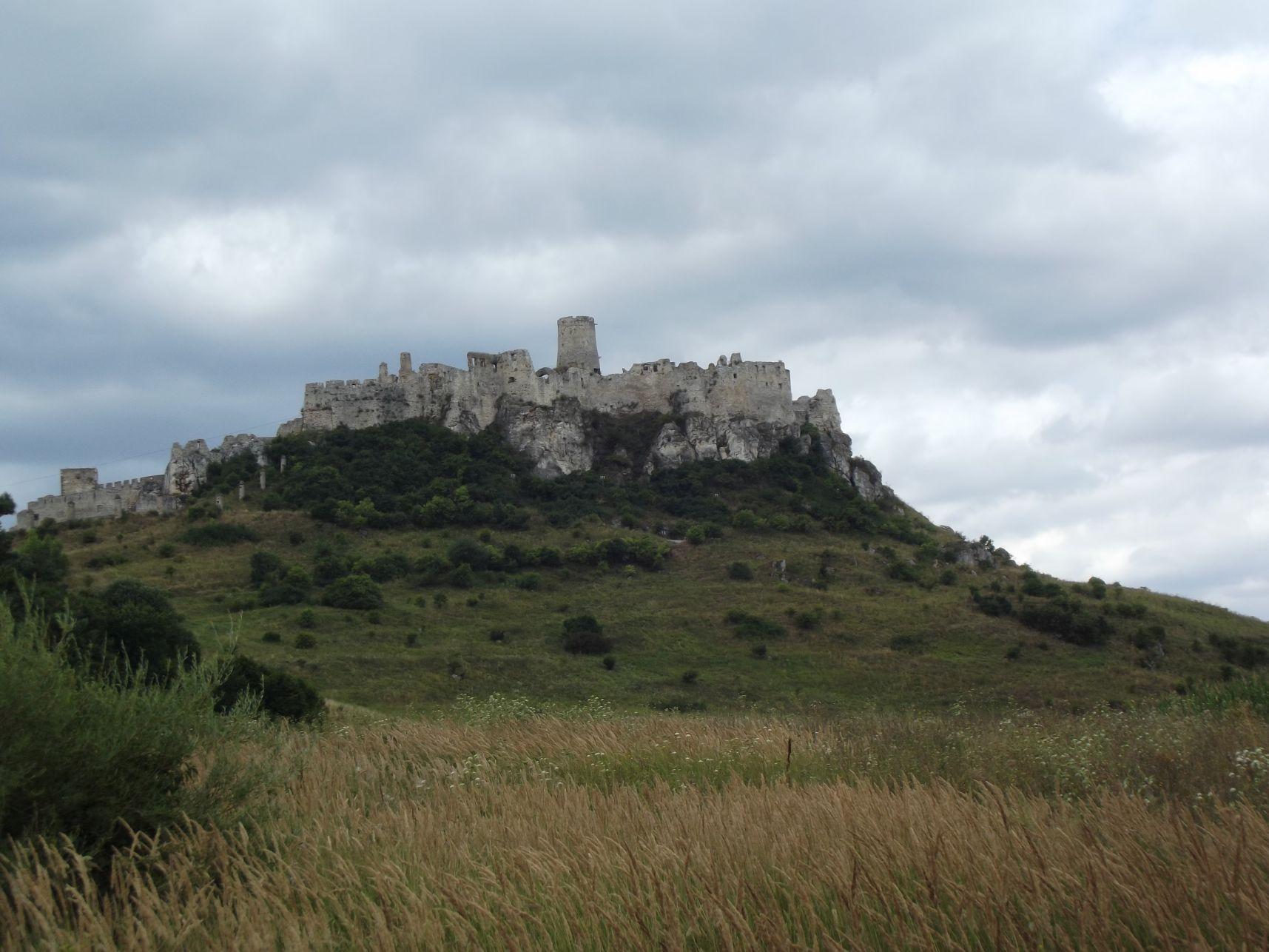 A vár a parkolóból