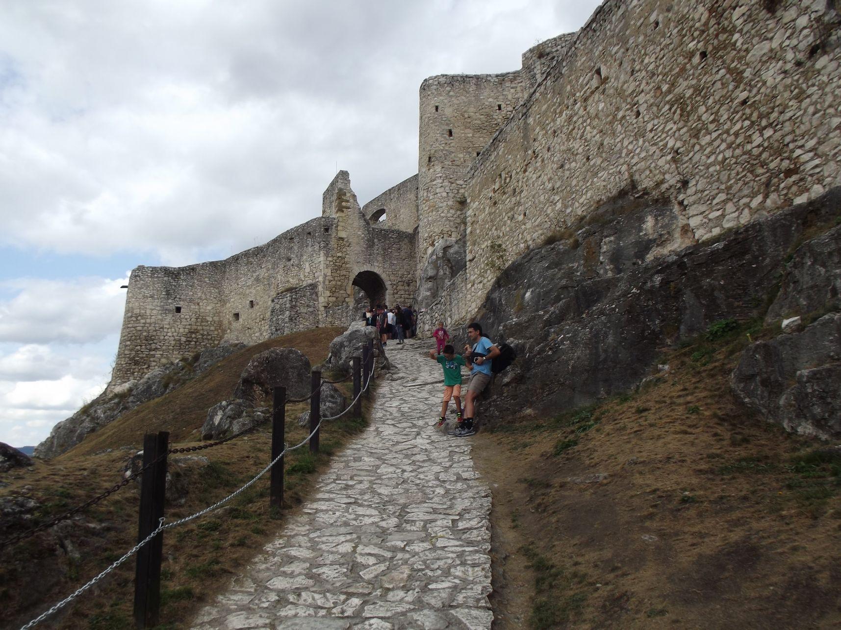 A felső várba vezető út