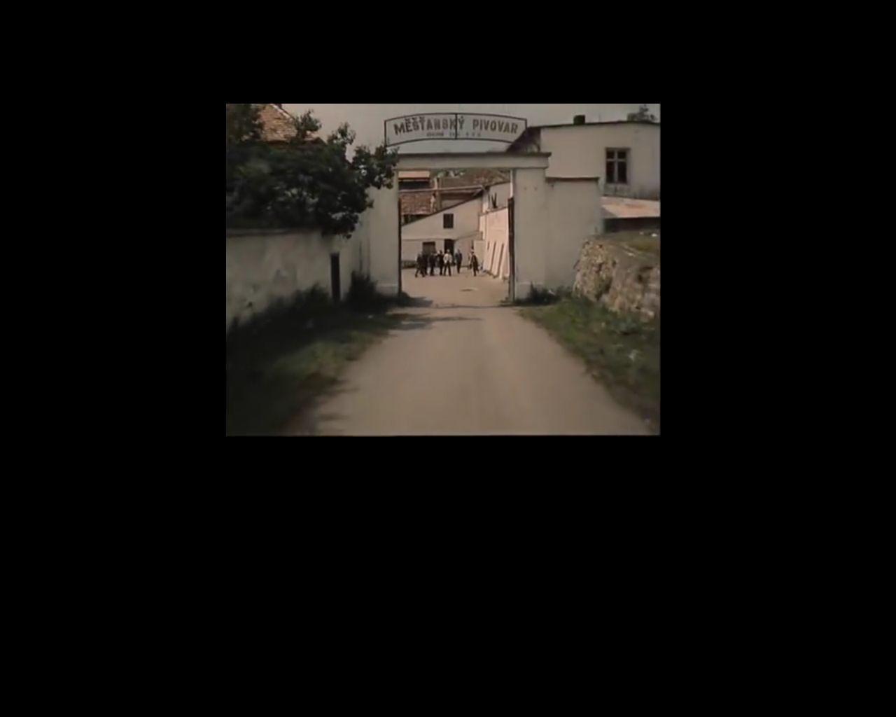 A sörfőzde bejárata a filmben