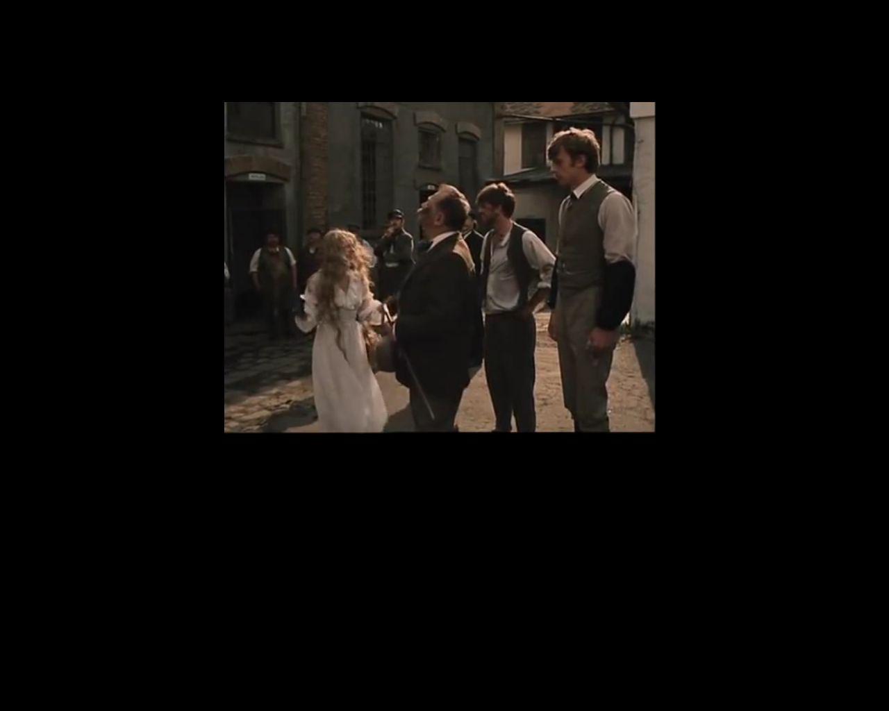 A sörfőzde udvara a filmben, a szereplőkkel, Mariska, Dr. Gruntorad, Pepin, Francin