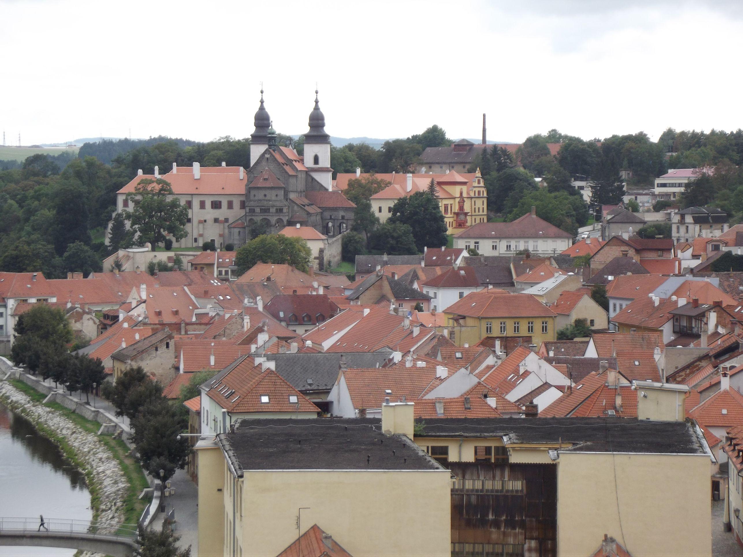 Třebič, a kastély és a bazilika a Kerek-toronytól