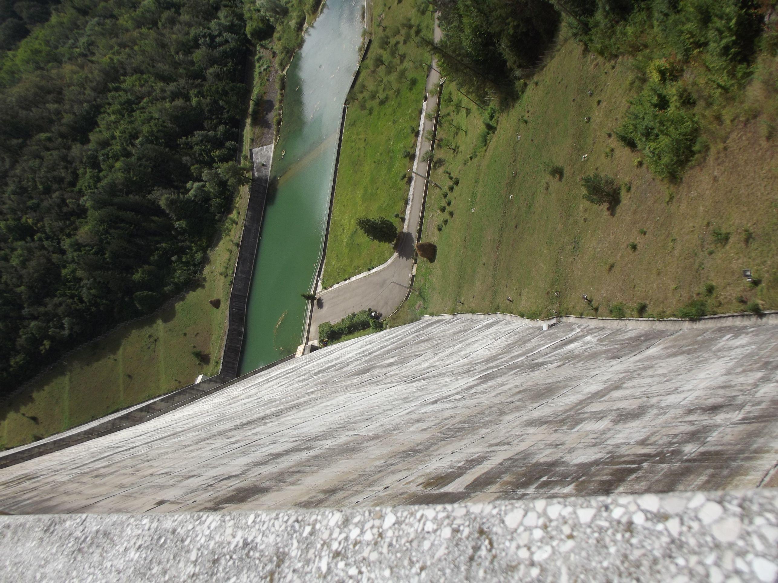 A gát tetejéről