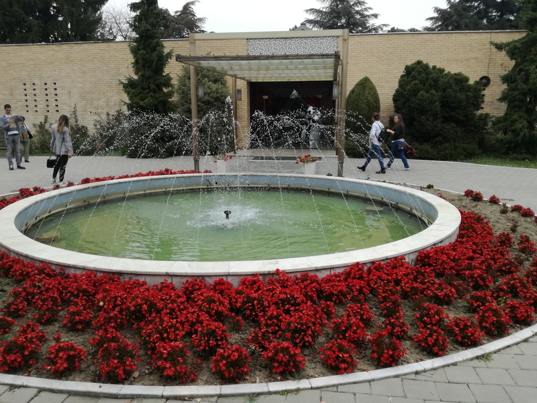 A Virágház bejárata