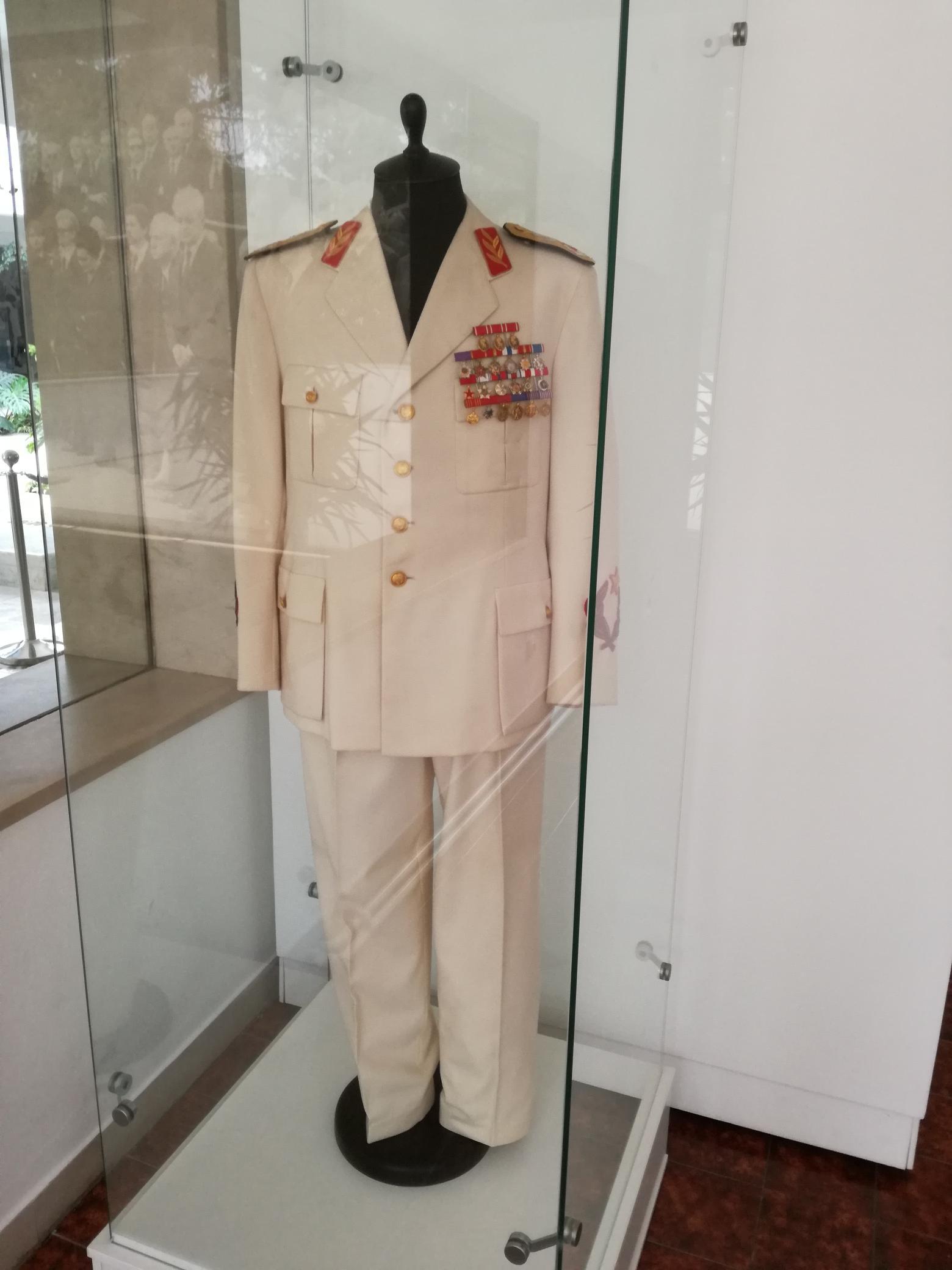 Tito egyenruhája