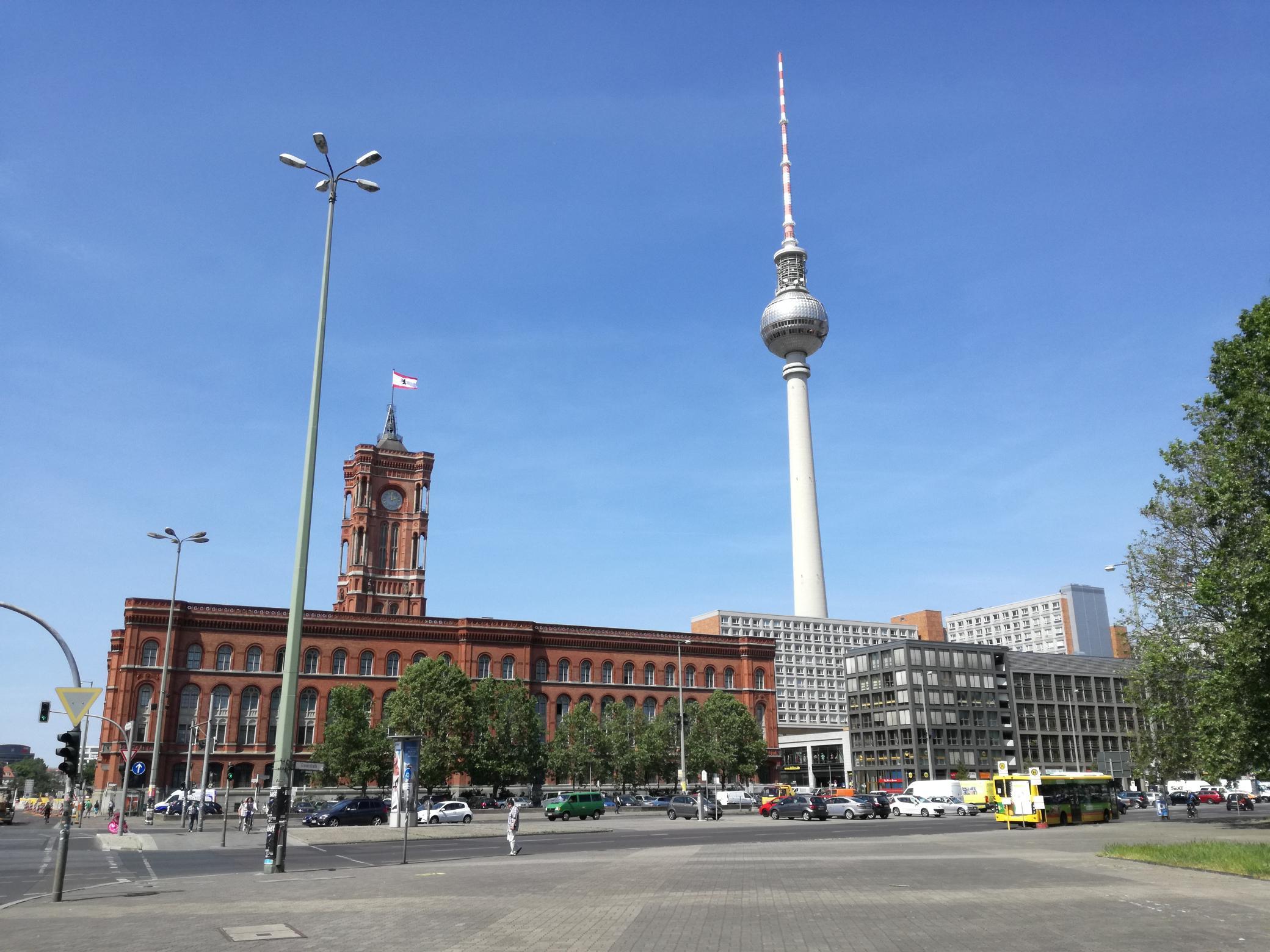 A TV-torony és a Vörös Városháza