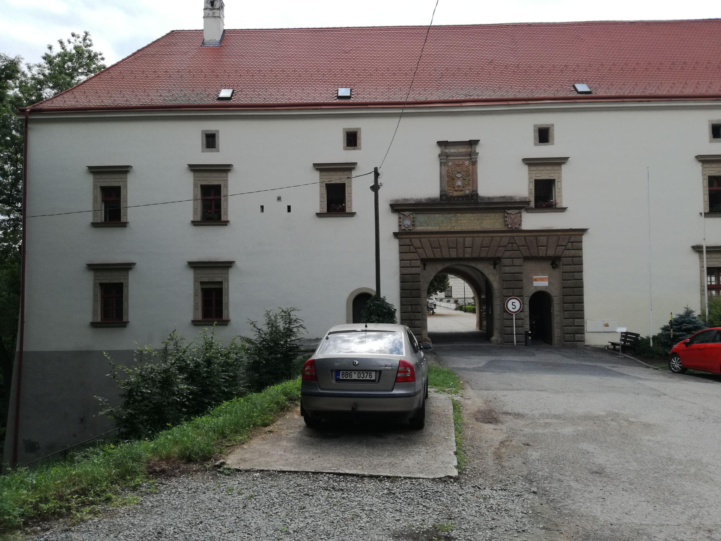A kastély kapuja