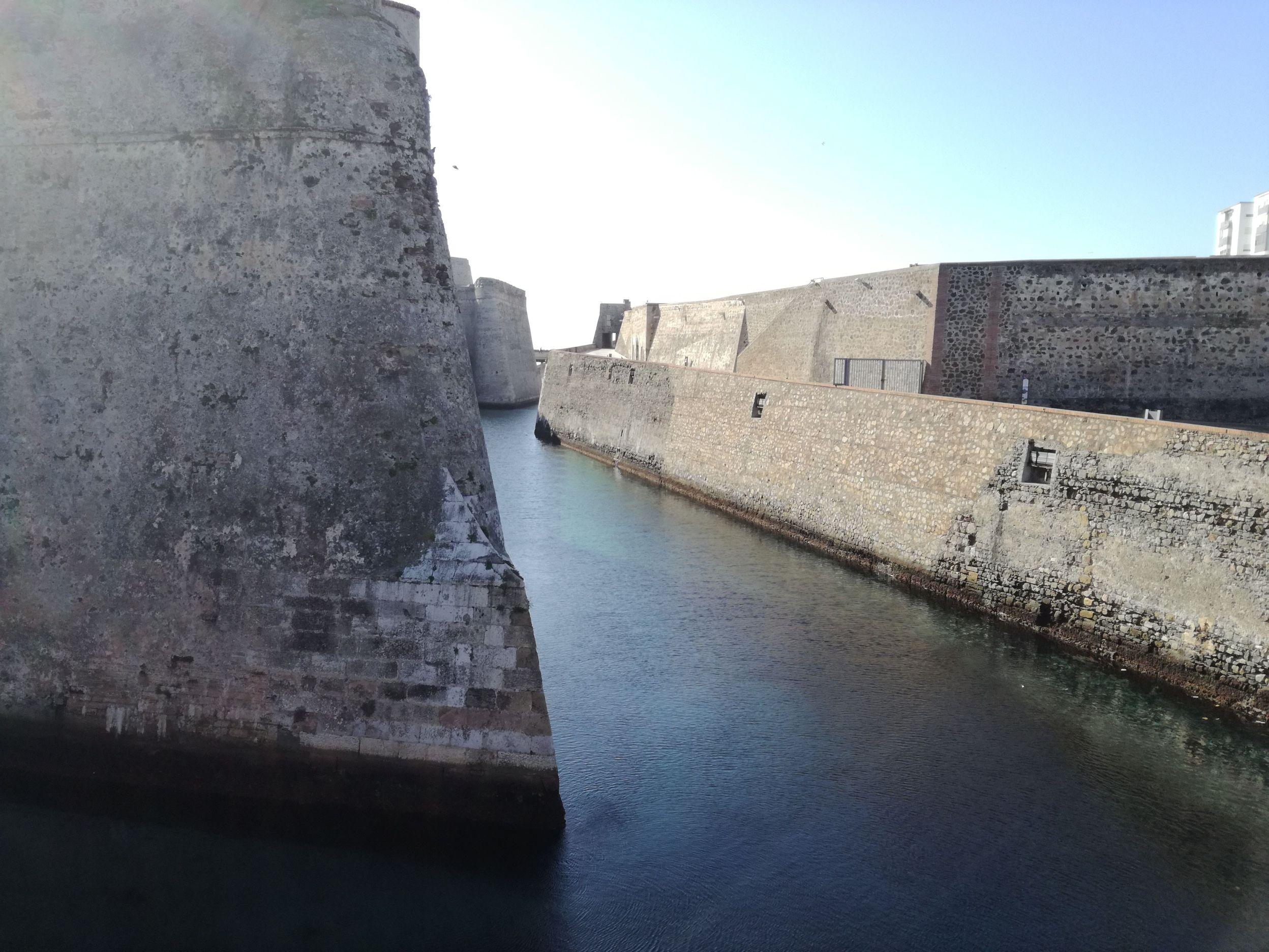 Csatorna az erőd falai között