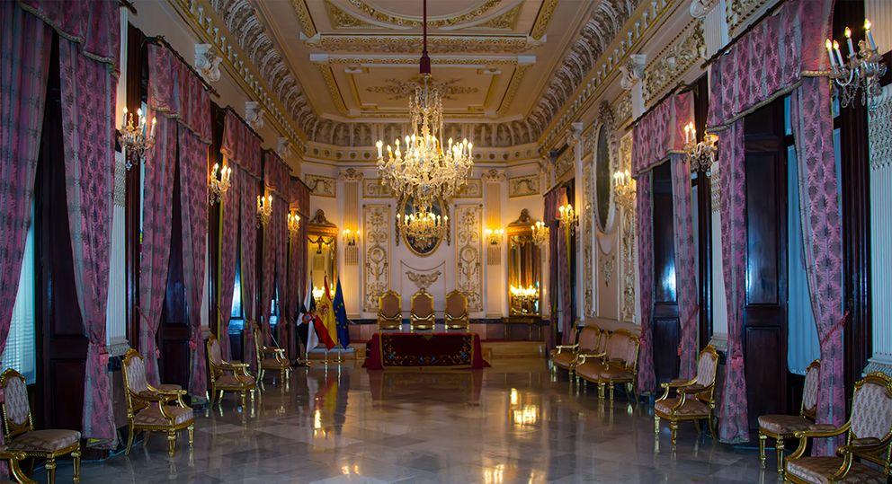 A városháza trónterme (Forrás: www.ceuta.si)