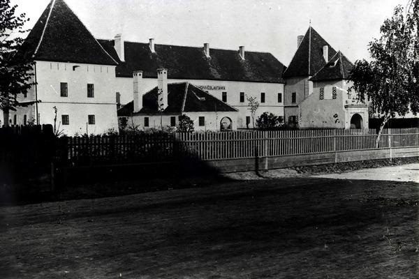 A vár a XIX. században (Forrás: www.csszm.ro)