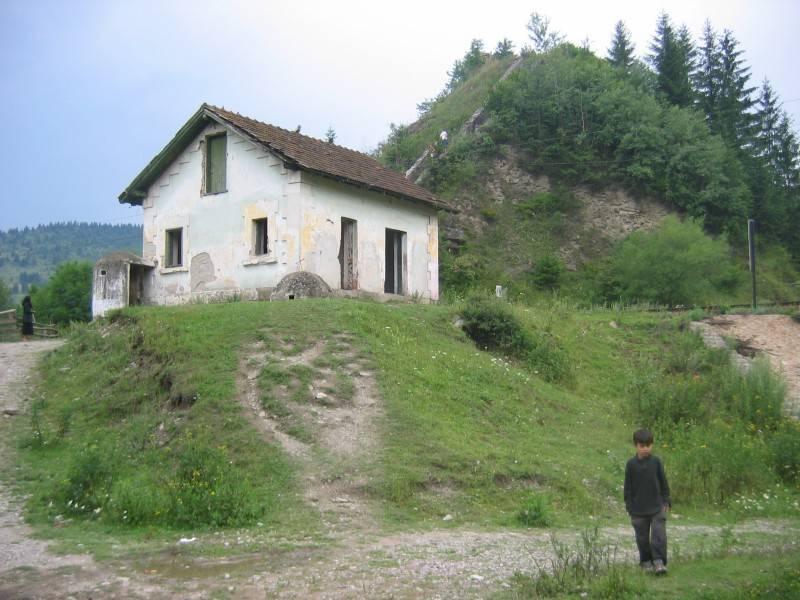 06_Az őrház még a felújítás (www.jakadam.hu)