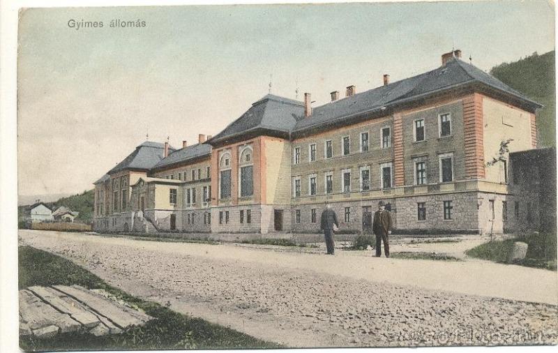 08_A vasútállomás egy régi képeslapon (Forrás: www.vasutallomasok.hu)