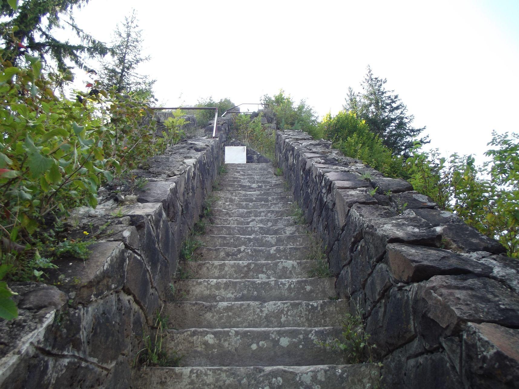 12_Lépcső a várhoz