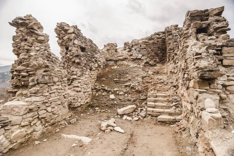 13_A még romos vár (Forrás: www.erdelyinaplo.ro)