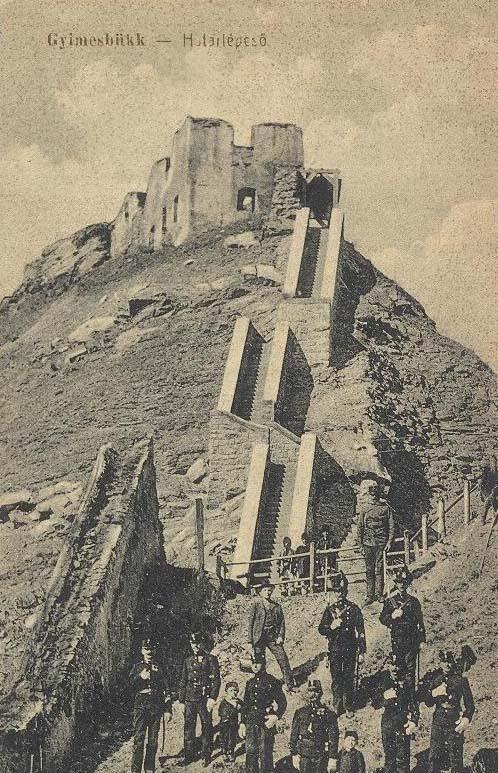 19_A régi lépcső maradványa és az új lépcső a várhoz (Forrás: www.wordpress.com)