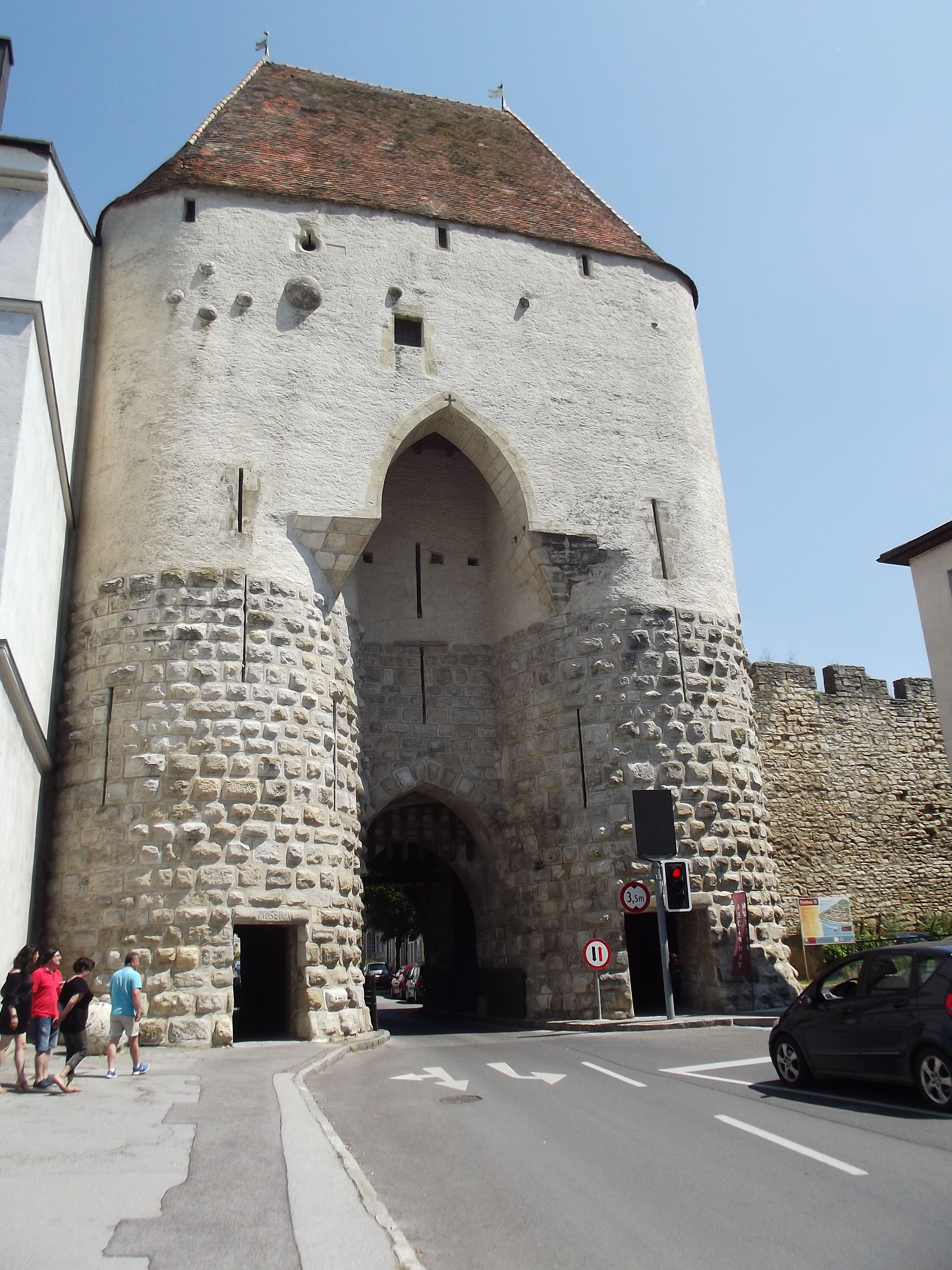 A Bécsi kapu kívülről az ágyúgolyókkal