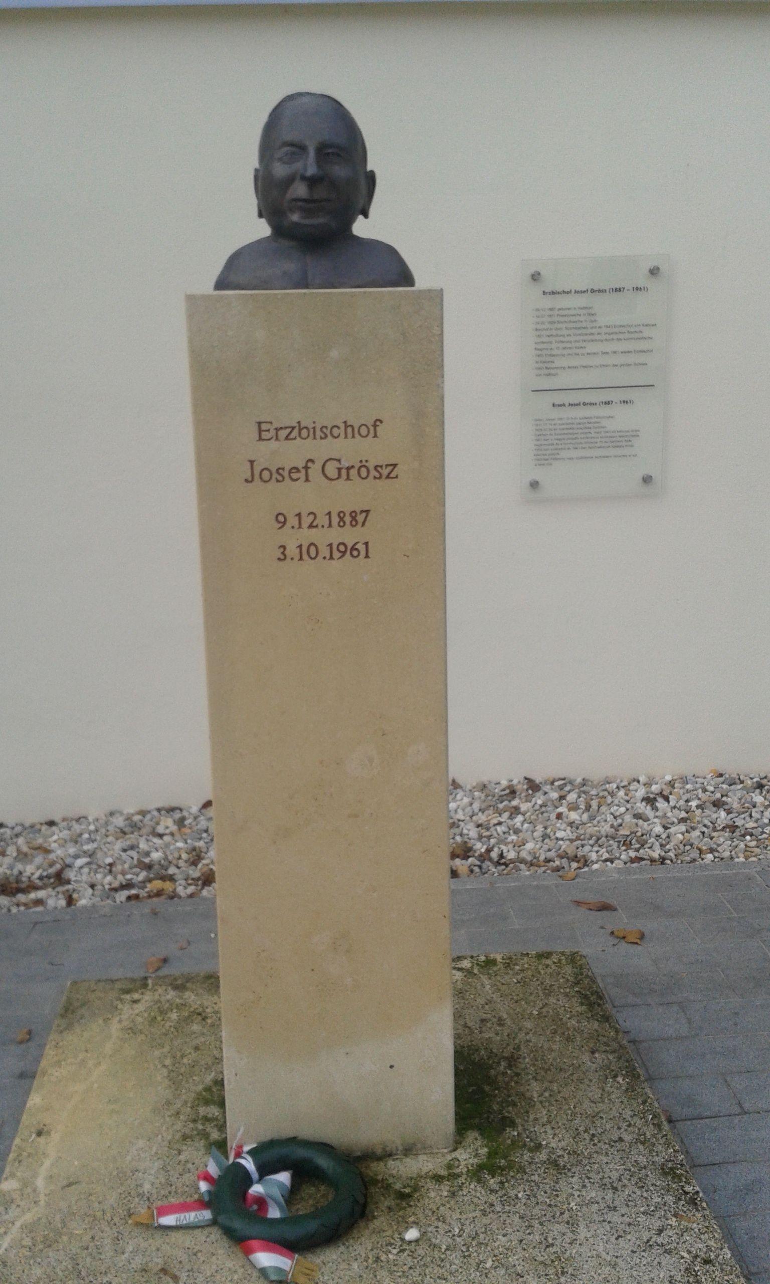 16 - Grősz József szobra