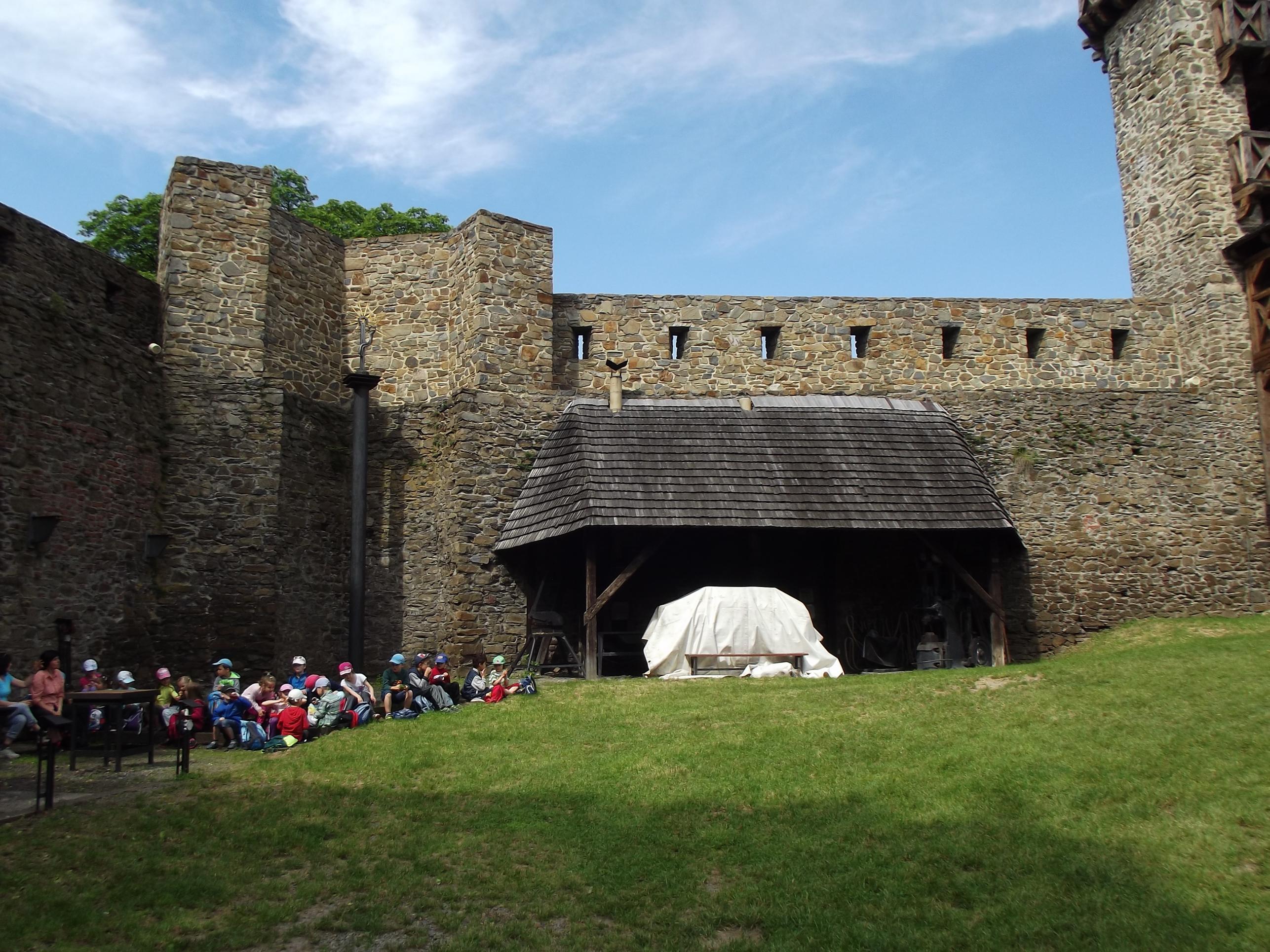 Gyerekek a várban
