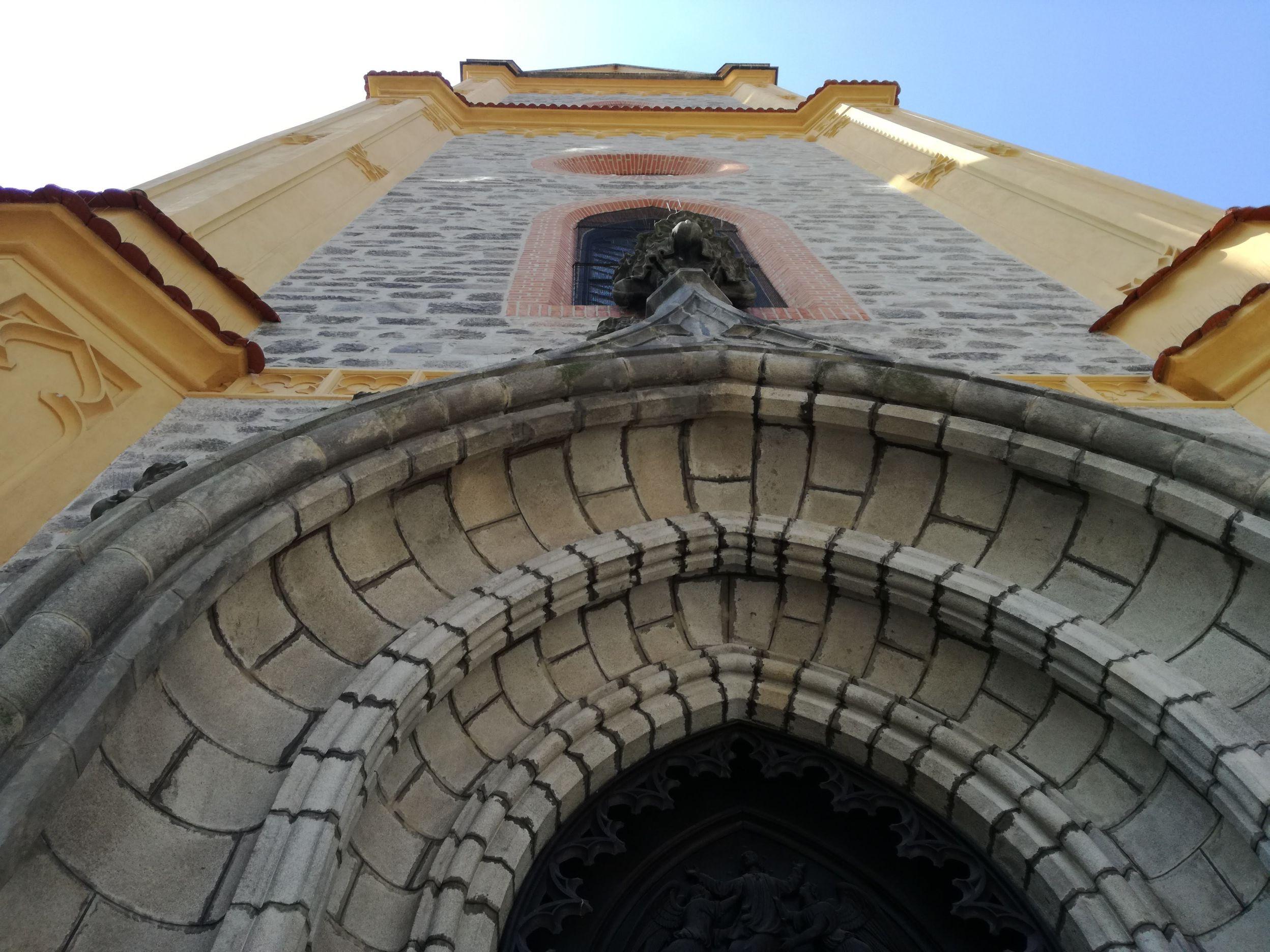 Templom a főtéren