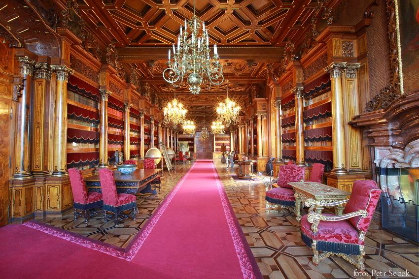 Könyvtár (Forrás: www.zamek-hluboka.eu)