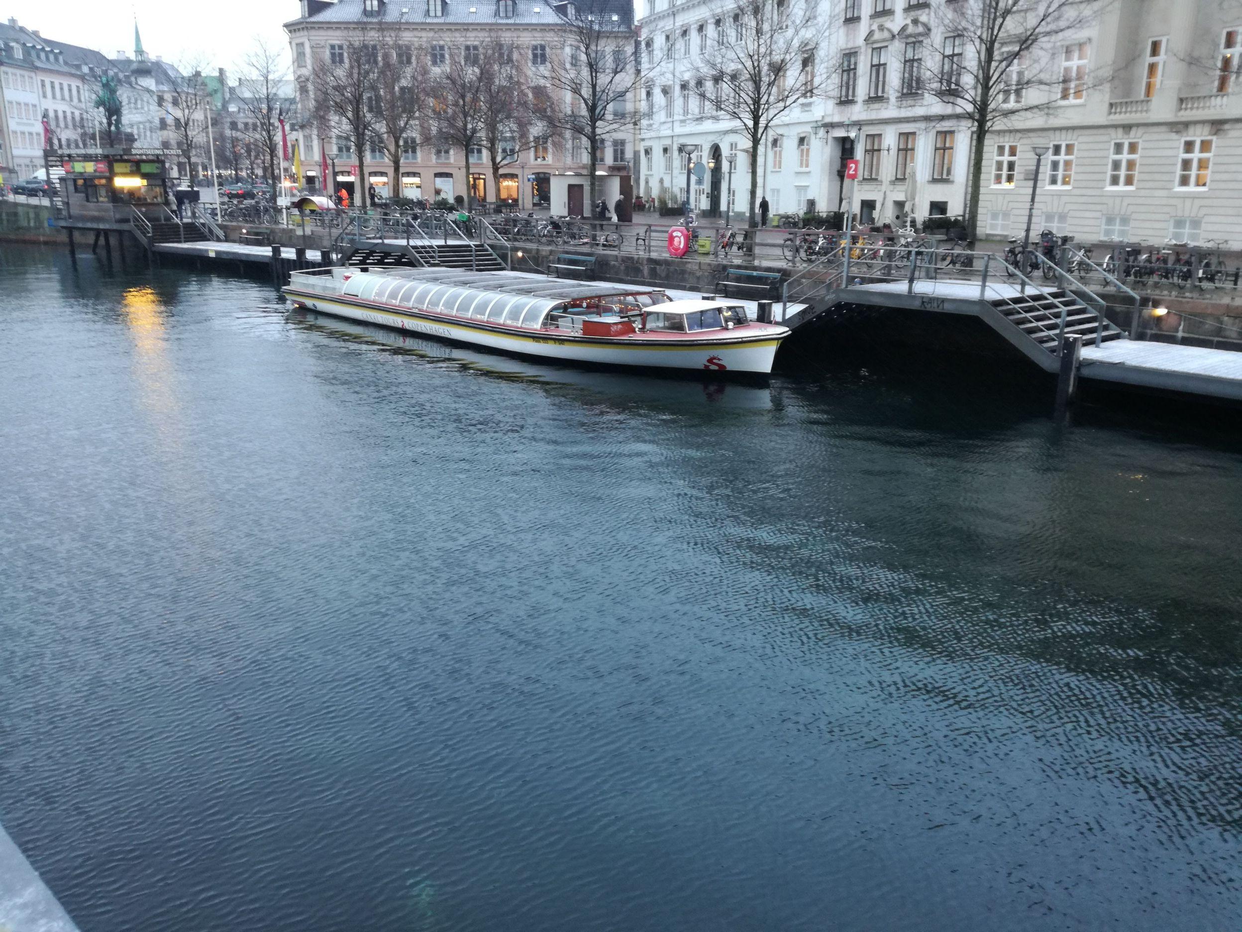 Városnéző hajó