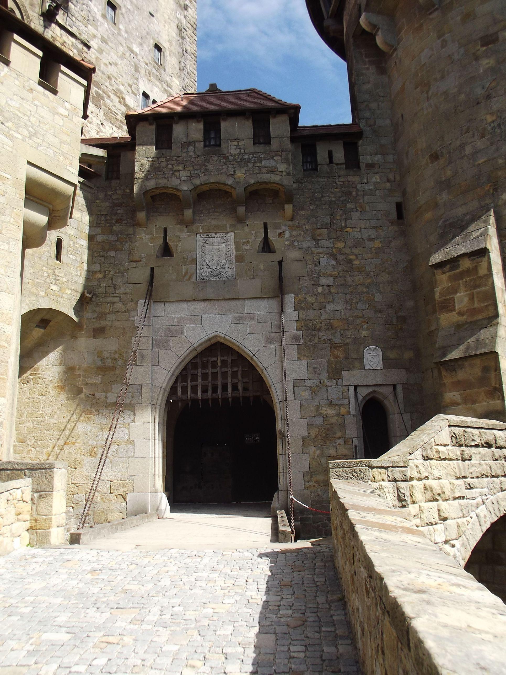Kreuzenstein, bejárat