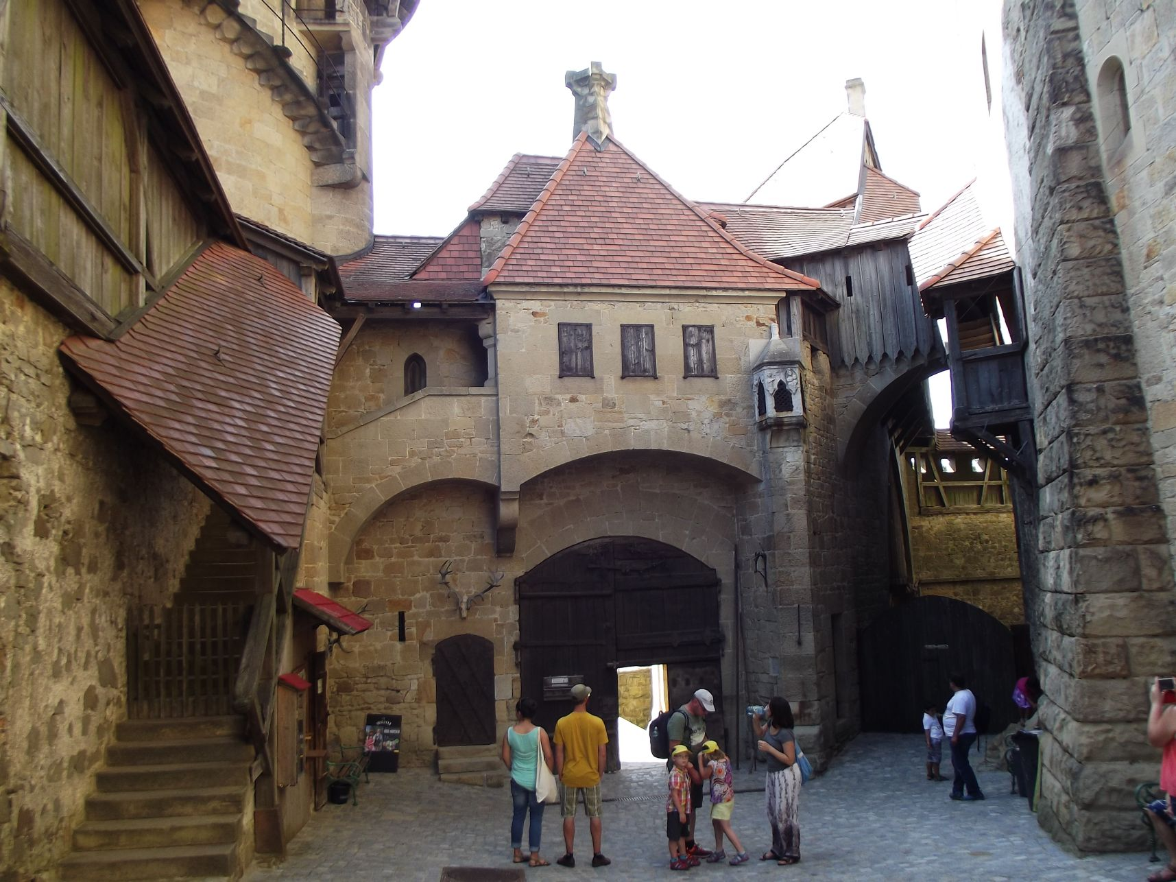 Kreuzenstein, a bejárat belülről