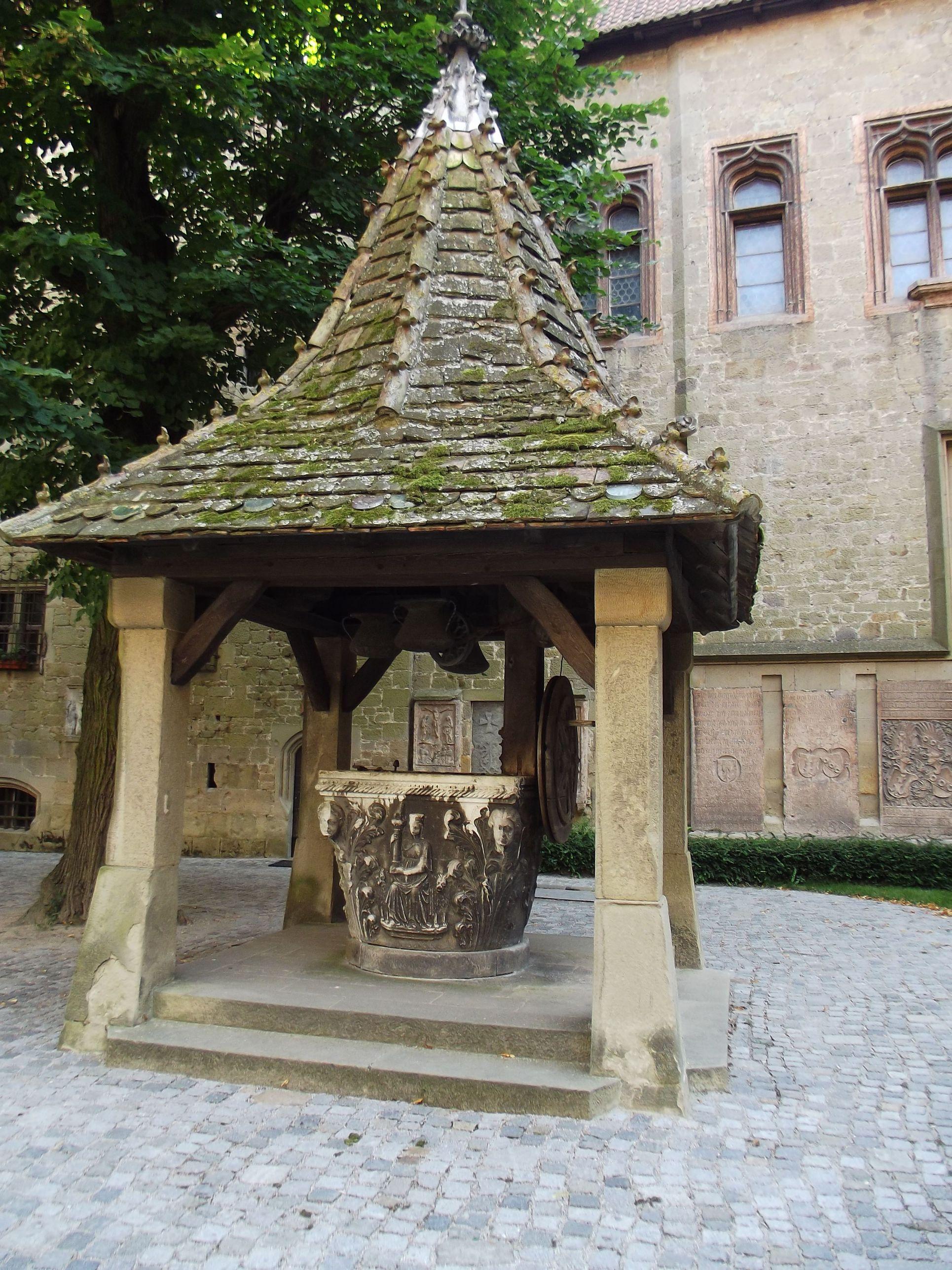 Kreuzenstein, kerekes kút