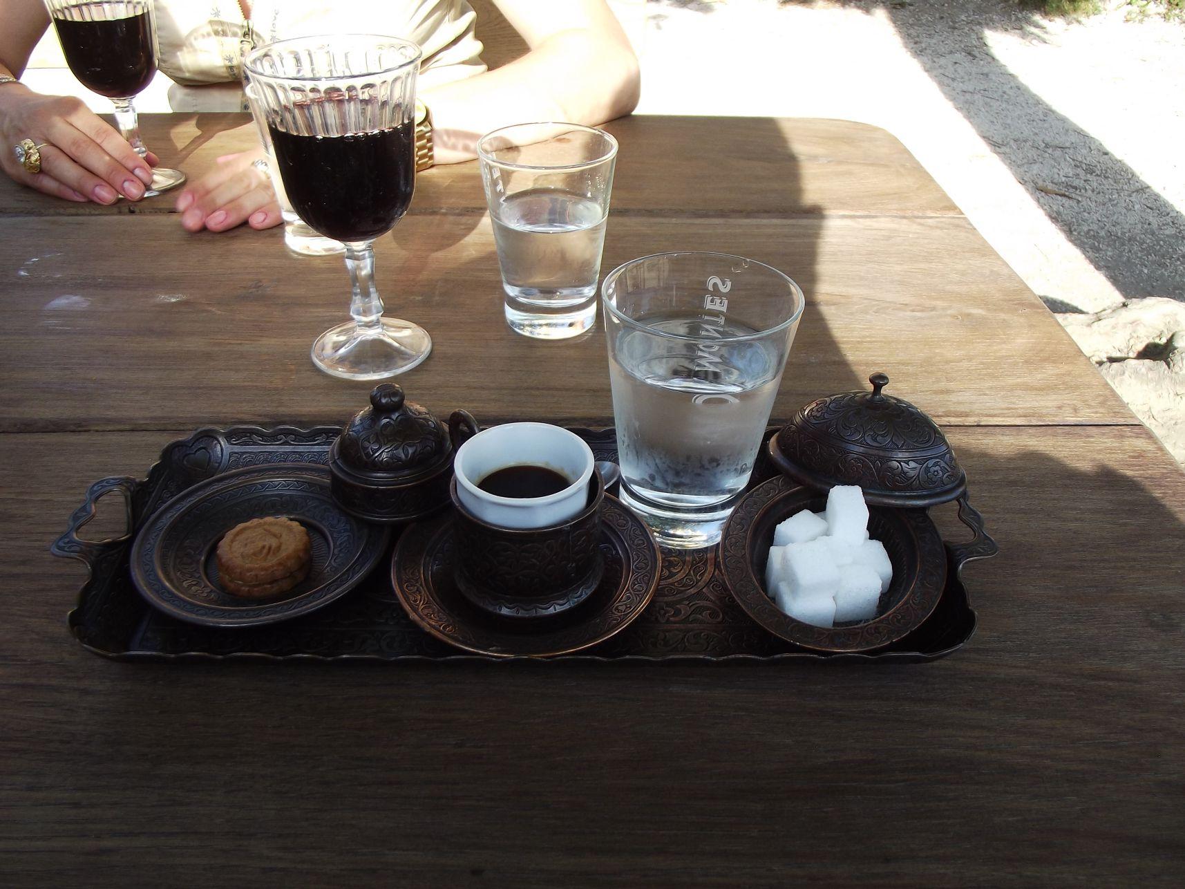 Hangulatos tálalású kávé