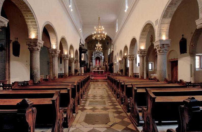 A székesegyház belülről (Forrás: www.krk.hr)