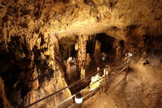 Biserujka cseppkőbarlang (Forrás: www.spilja-biserujka.com.hr)