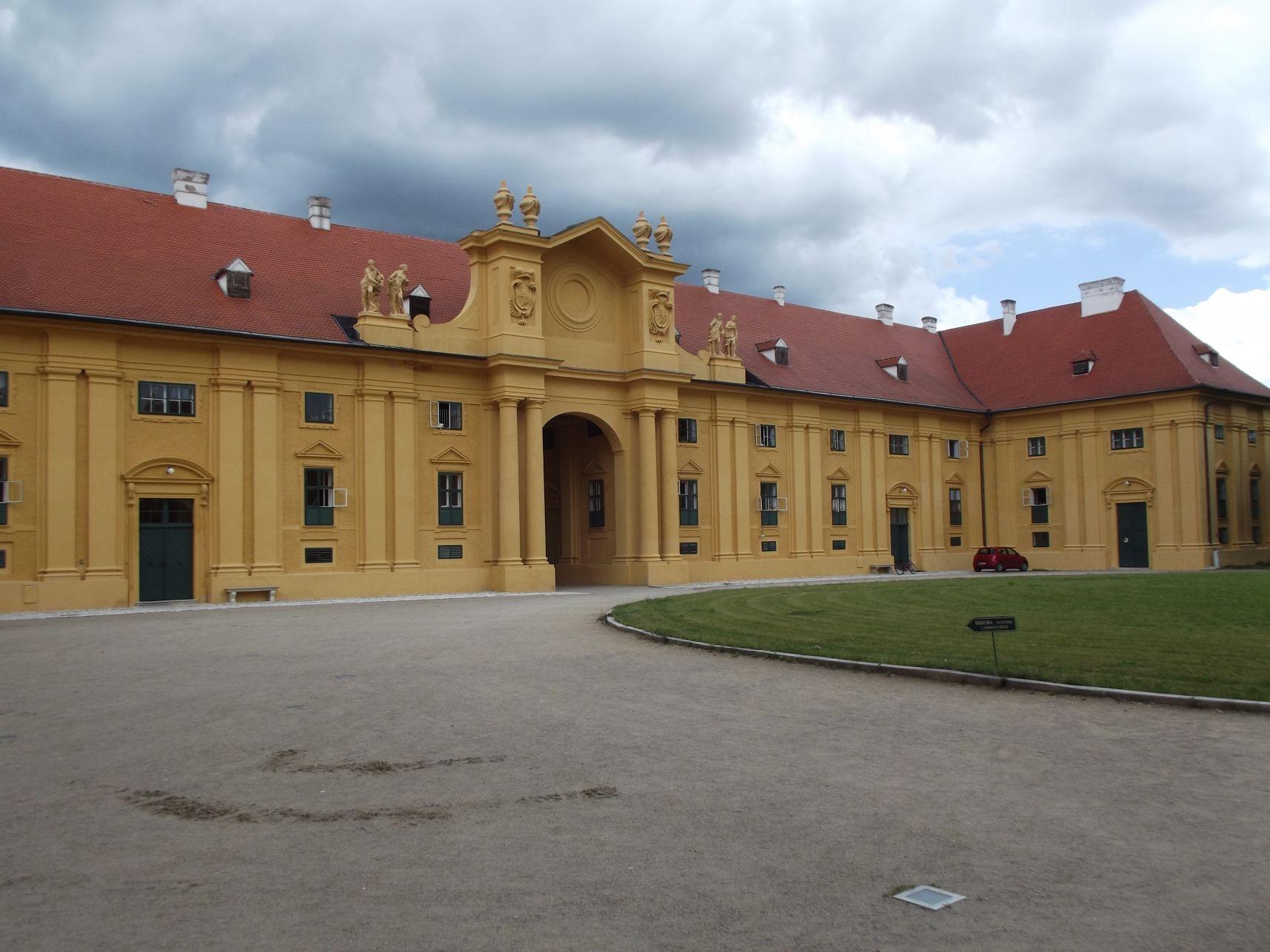 A kastélyegyüttes nyugati része