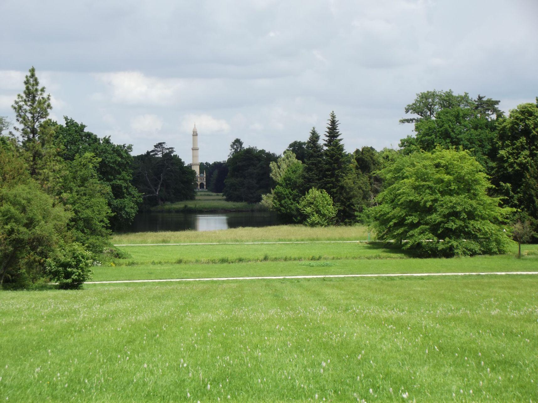 A tó és távolban a minaret