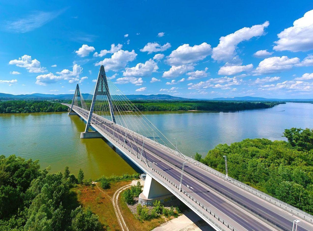 Megyeri híd nappal (Forrás: www.szallas.hu)