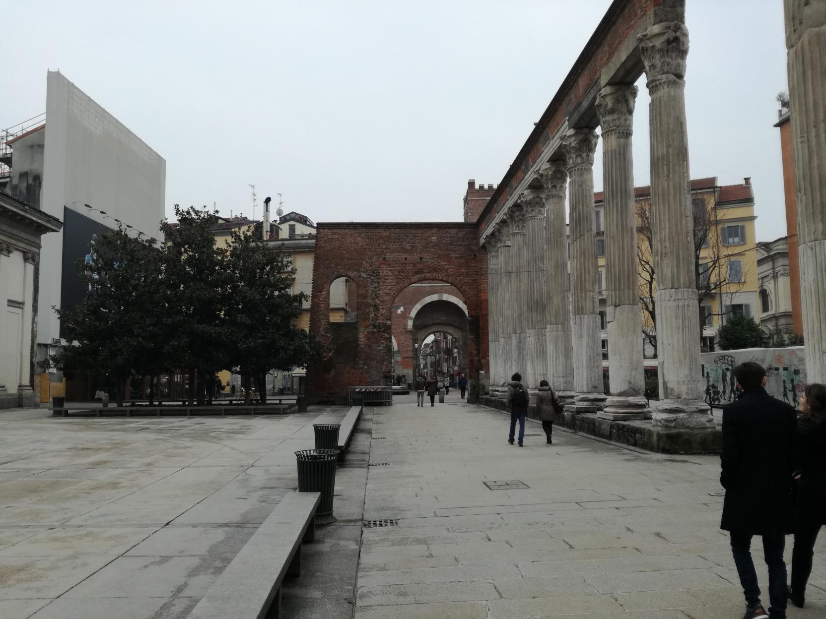 Oszlopsor a Corso di Porta Ticinesén