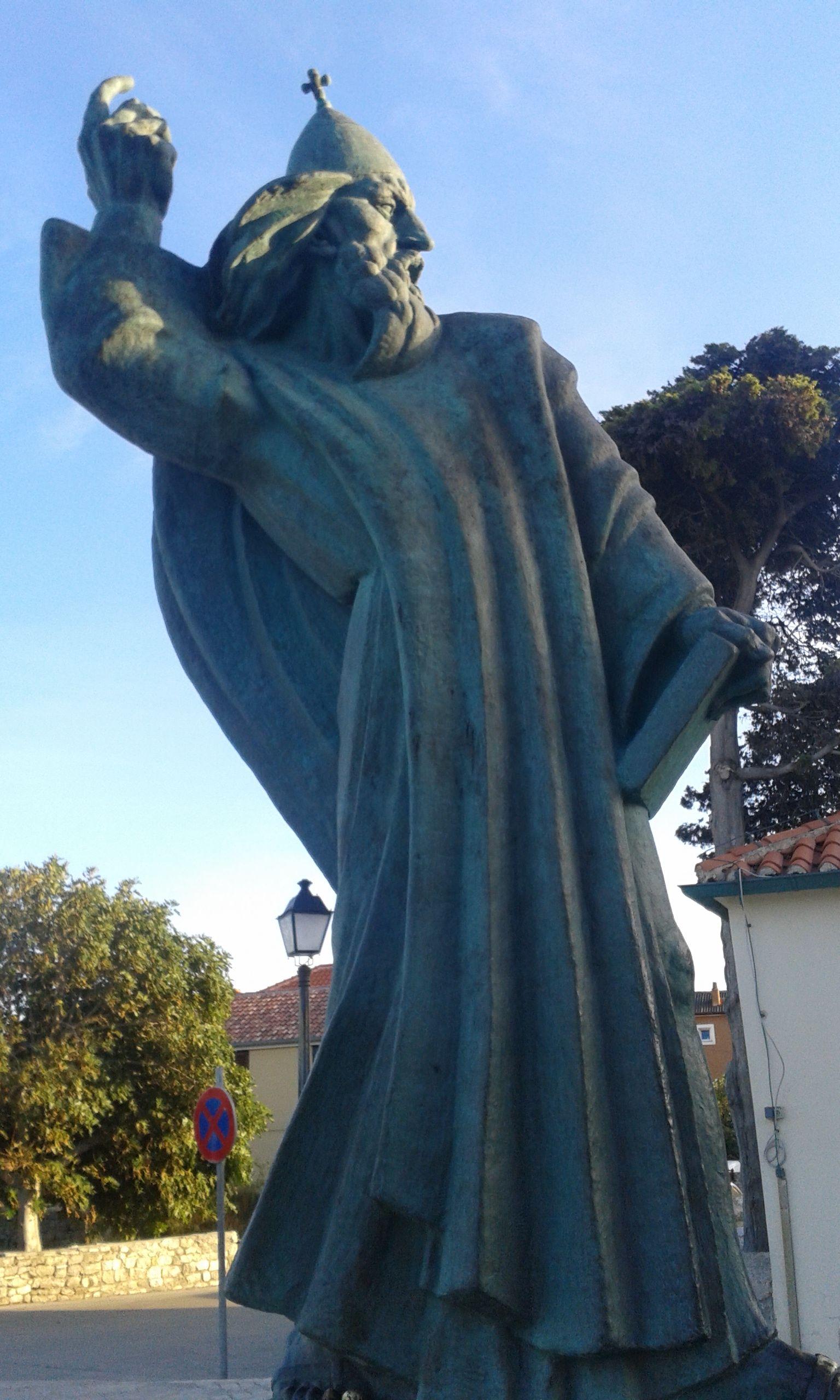 Gergely püspök szobra