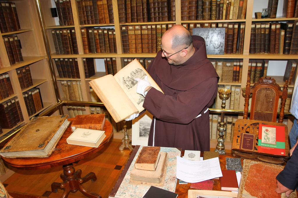 A kolostor könyvtára (Forrás: www.nm-kloster.si)