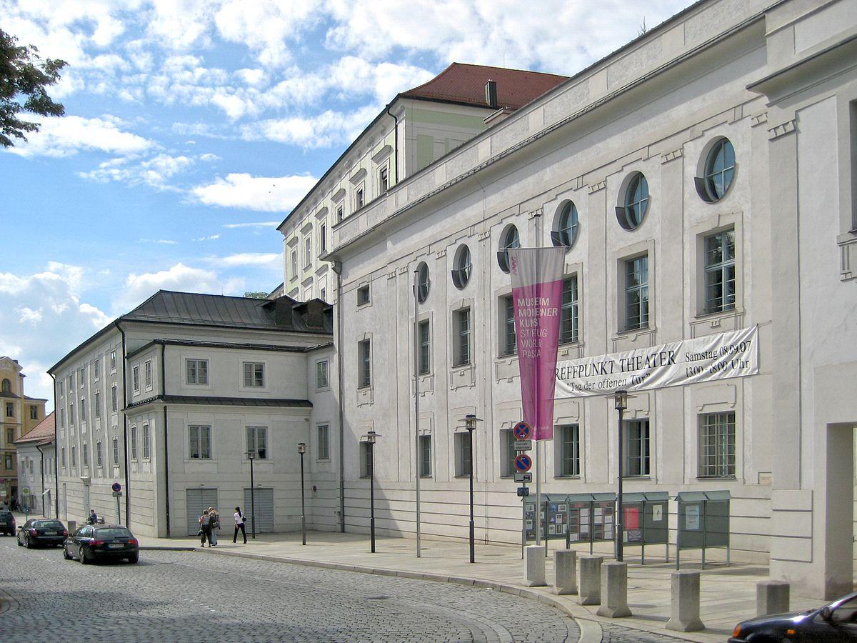 Városi Színház (Forrás: www.wikipedia.org)
