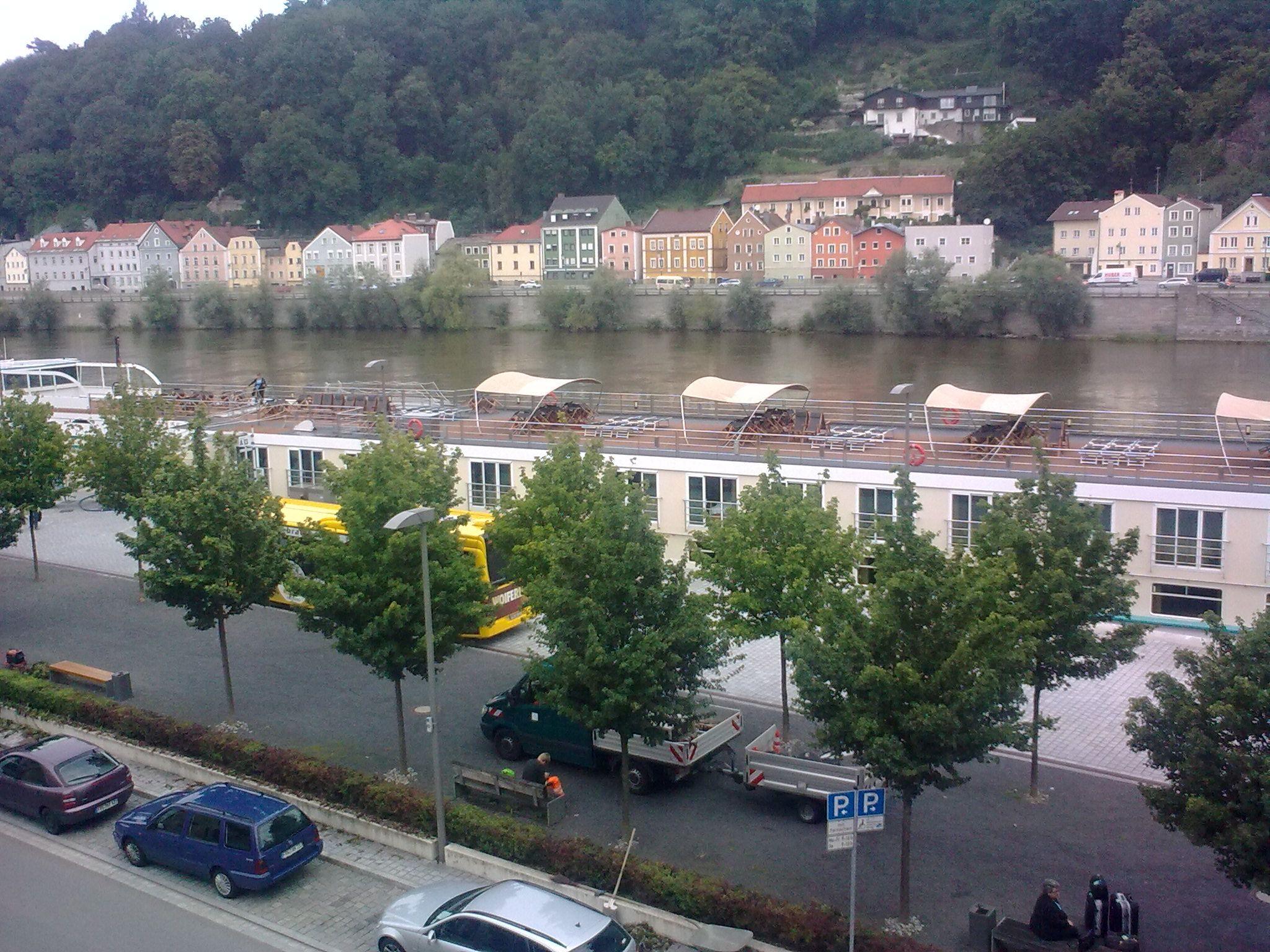 A Duna és a hajók a hotelablakból